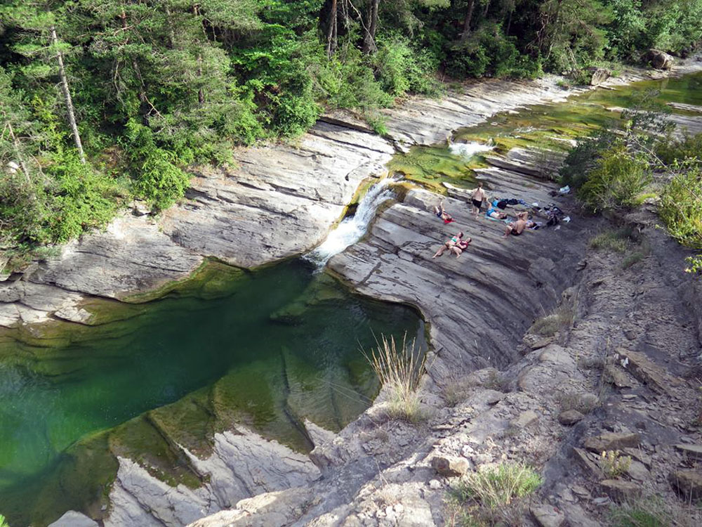 Pyrenees flying - swim in natural pools