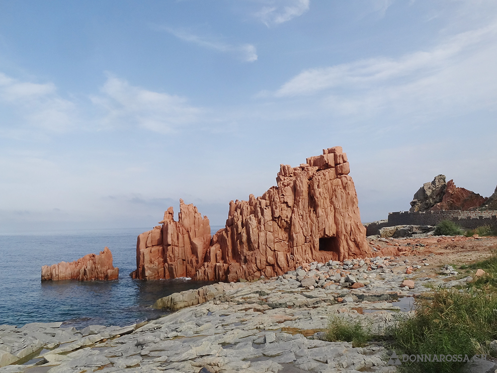 roadtrip sardinia - arbatax rocks red