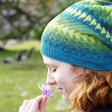 Dingle Mütze donnarossa designs Seitenansicht Blume Park