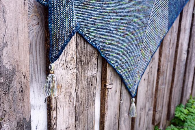 vitamin sea tuch shawl stricken knitting donnarossa designs detail tassels texturen brioche zweifarbig patent kraus rechts quasten i-cord