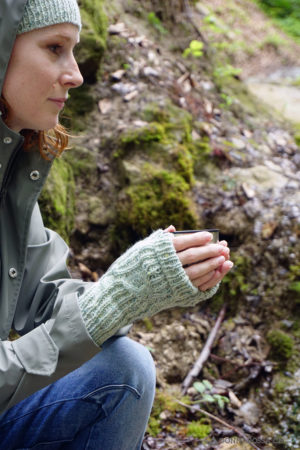 Stradbally mitts fingerlose Handschuhe stricken Strickanleitung knitting pattern from side