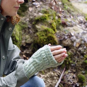 Stradbally mitts fingerlose Handschuhe stricken Strickanleitung knitting pattern from side