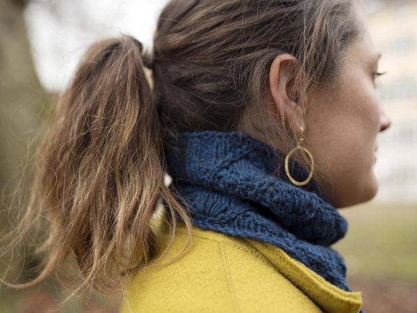 Lahinch Rundschal Seite Erwachsen blau Strickanleitung donnarossa