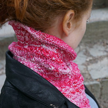 Lahinch bandana cowl rundschal strickanleitung pattern pink hinten back