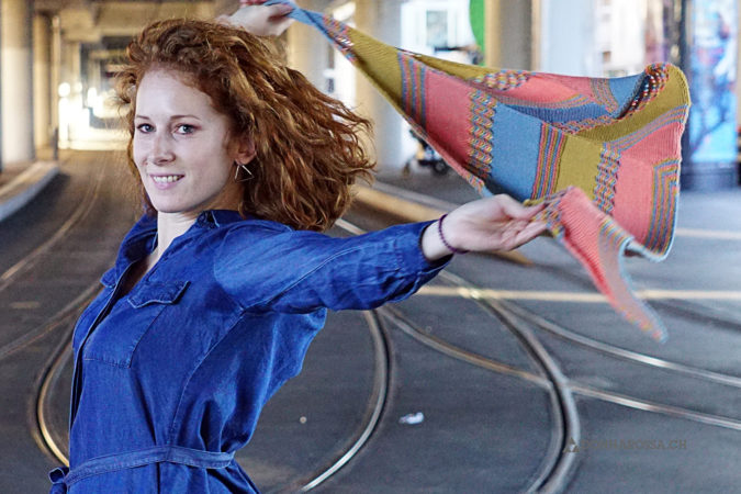 leucate shawl tuch donnarossa knitting pattern strickanleitung in motion in bewegung