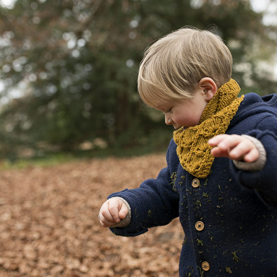 Lahinch Junior cowl toddler side