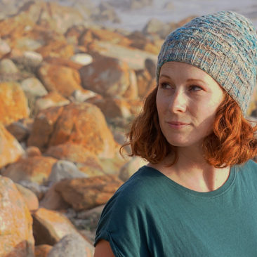 Misty Cliffs hat donnarossa sideways knitting pattern