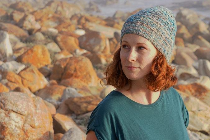 Misty Cliffs hat donnarossa sideways knitting pattern