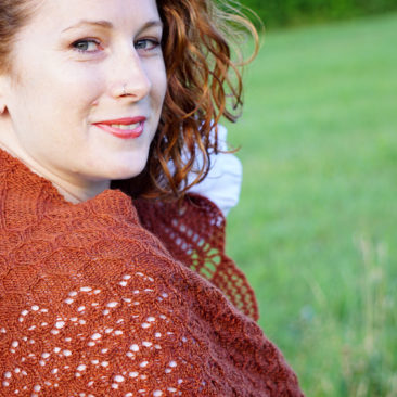 mehndi shawl knitting pattern view over shoulder donnarossa