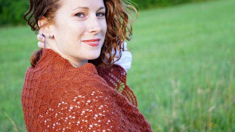 mehndi shawl knitting pattern view over shoulder donnarossa