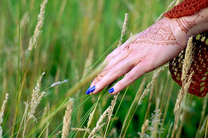 mehndi shawl knitting pattern hand in gras field henna tattoo