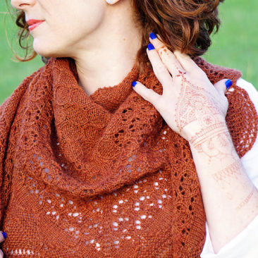 mehndi knitting pattern wearing with painted henna on hand donnarossa