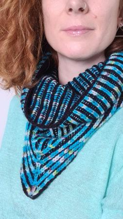 Ebb cowl knitting pattern donnarossa wearing
