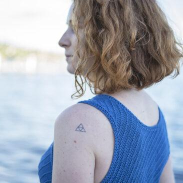 Marin Shirt Detail Halsausschnitt hinten donnarossa Strickanleitung